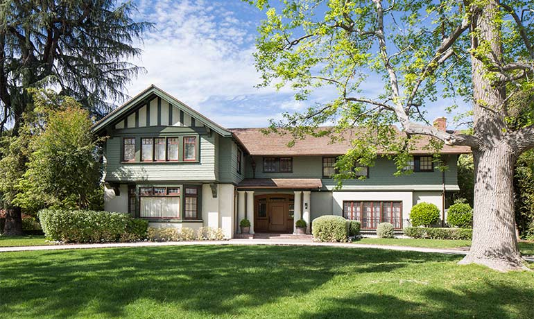 HartmanBaldwin led the major update to this beautiful Craftsman style home in Pasadena's famous Hillcrest neighborhood. This renovation focused on its exterior façade: new roof style, restored chimneys, as well as a fresher new exterior paint palette. Part of the project included a renovation of all of its interior suite bathrooms.